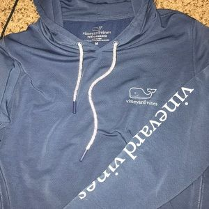 Vineyard Vines Performance sweatshirt!!